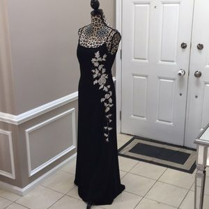JSBoutique formal dress with embroidery for tool